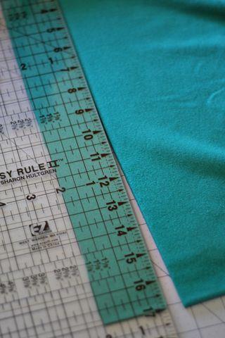 Knit-Blanket-Cutting-Flower-Strip